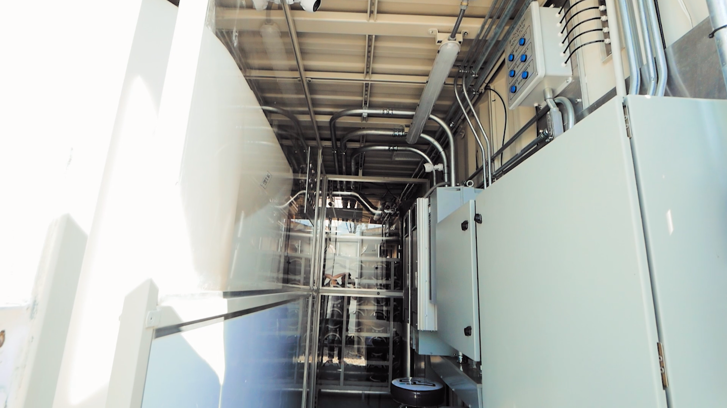 Reverse osmosis water filtration system in movable shipping cargo container.